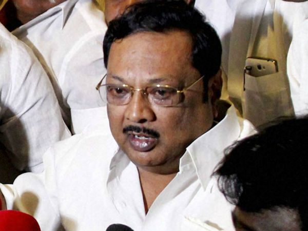 MK Azhagiri coming to Chennai to meet DMK leader Karunanidhi