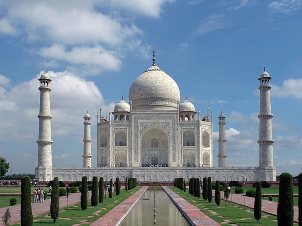 Supreme court condemns central government about lack of maintenance of Tajmahal.