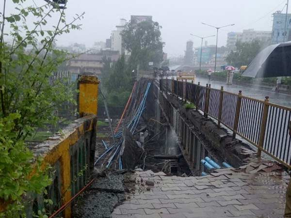 Mumbai Andheri railway station bridge collapses due to heavy rain