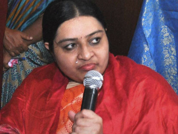 OPS cheated me and took my cadres from me by giving false hope: J.Deepa