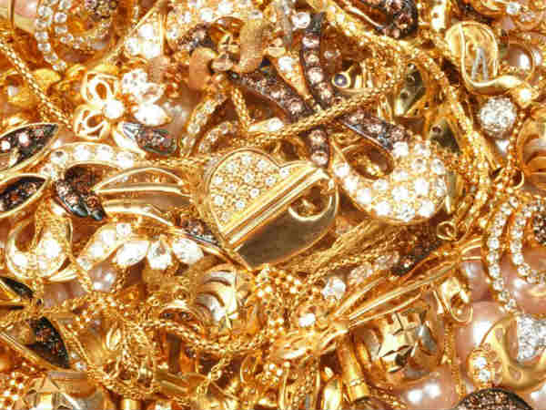 Not paid back a Rs.1 loan, Kancheepuram Co-Operative bank refuses to return Rs.3.50 lakh Jewels