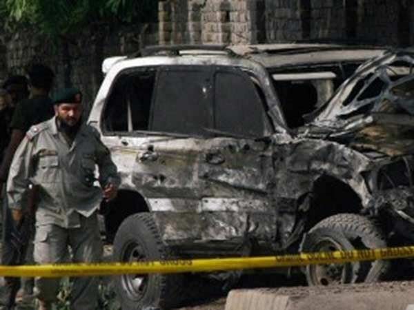 75 killed, more than 150 injured in two blasts in Pakistan