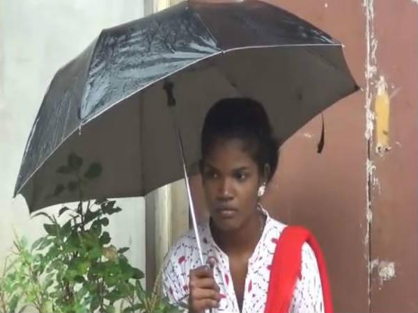 தவிக்க விட்டு எங்கே போனாய் என் கணவா.. கொட்டும் மழையில் மனைவி போராட்டம்!