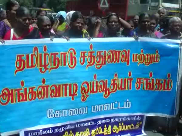 retired noon meal workers protest in kovai