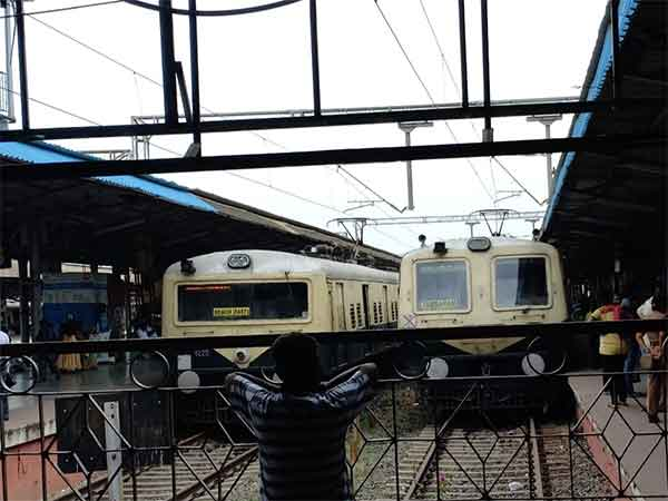 Signal problem in Chennai Park station Rail transport affected
