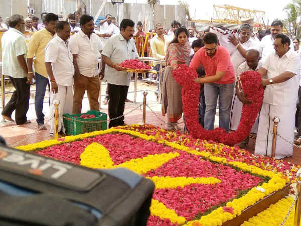 MK Azhgiri pays tribute in Karunanidhis memorial