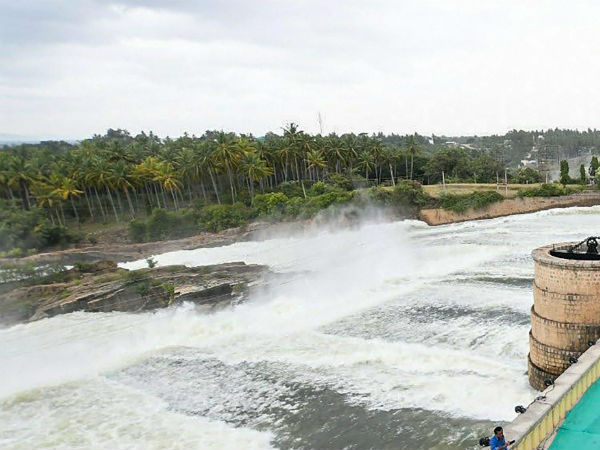 Flood warning for 12 districts: 1,42,000 cubic feet of water released in Cauvery