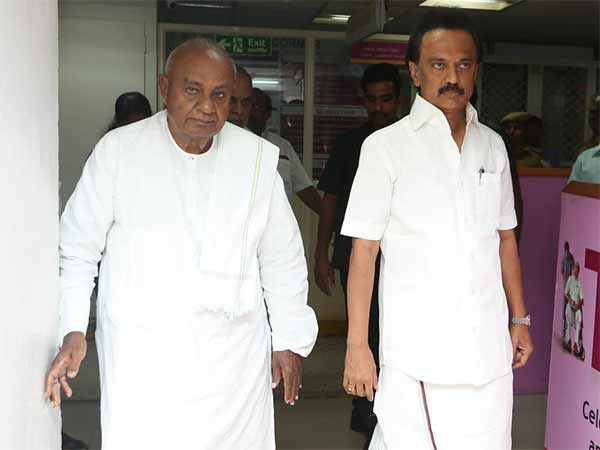 Former Prime Minister Devegowda visits Kauvery Hospital, Cannot forget Karunanidhi's services