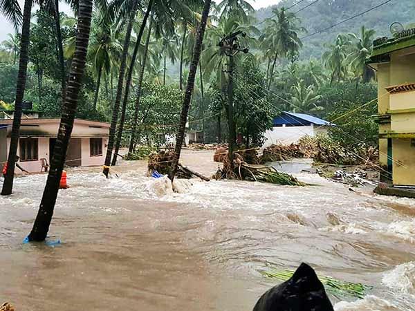 7 மாவட்டங்களுக்கு ரெட் அலெர்ட்.. மீண்டும் தொடங்கிய மழை.. கேரளாவில் தொடரும் சோகம்
