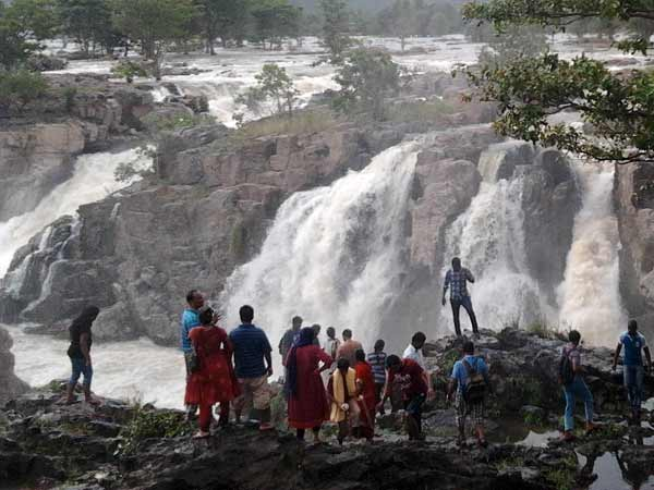 Tourists allowed bathing in Hogenakkal falls after 23 days