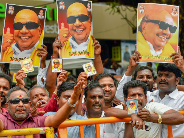 People opposing government decision against Karunanidhi tomb in Marina