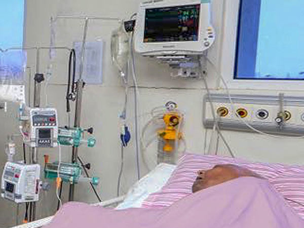 Karunanidhi has artificial ventilation