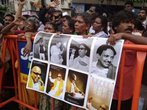 Volunteers raised the banners with the words of Karunanidhi