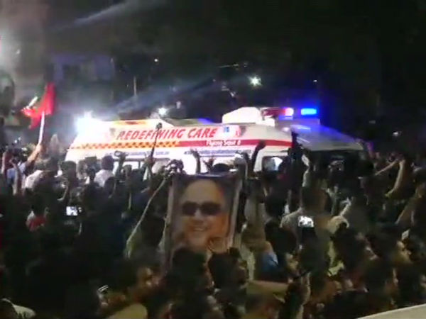 DMK cadres marching in front of the ambulance carrying Karunanidhis body