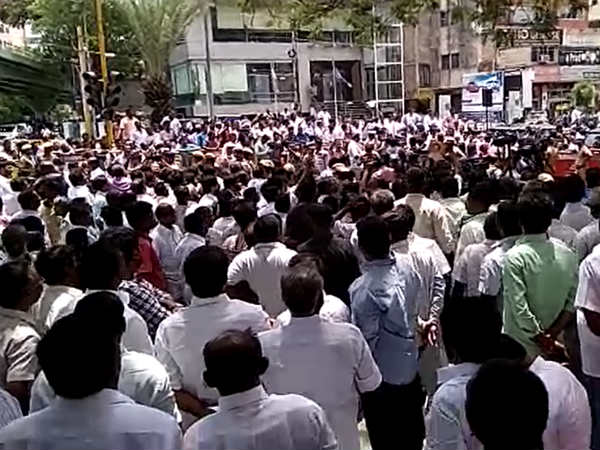 DMK cadres are gathering opposite to Cauvery Hospital as Karunanidhi health gets decline