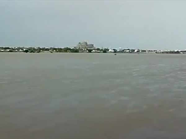 Flood water enters into 9 villages of the Chidambaram Kollidam bank
