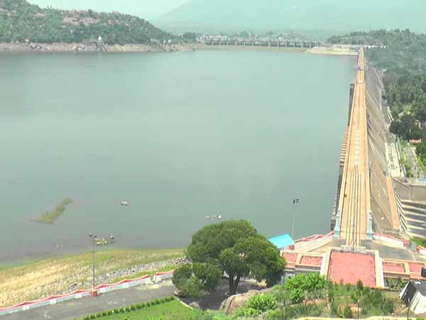 Water inflow has reduced as 1 lakh cubic ft to Mettur dam