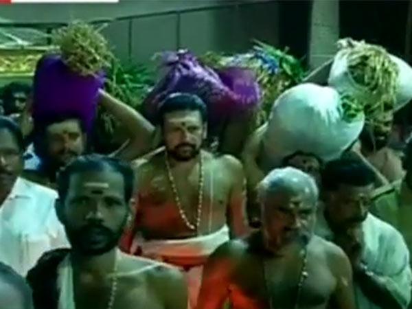 பெருமழை வெள்ளத்திற்கு இடையே கேரளா கோவில்களில் நிறை புத்தரிசி பூஜை