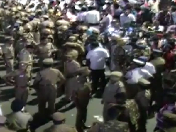 Police latti charge on DMK cadres
