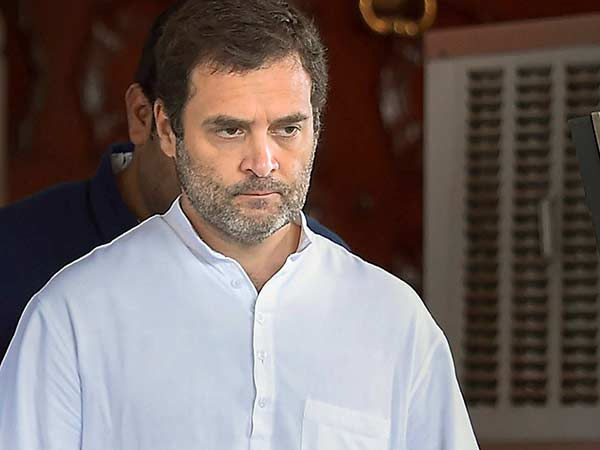 Rahul Gandhi demands to give place for Karunanidhi in Marina