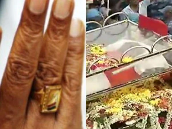 Karunanidhi wearing a ring of gift given by Anna