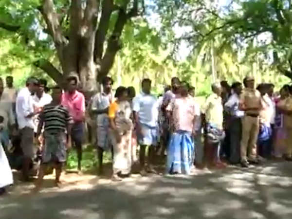 15 Person arrest near Valapadi for hunger protest against 8 ways road plan.