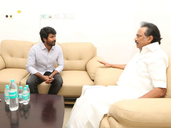 Actor Sivakarthikeyan visits Kauvery hospital and asked Karunanidhi's health condition