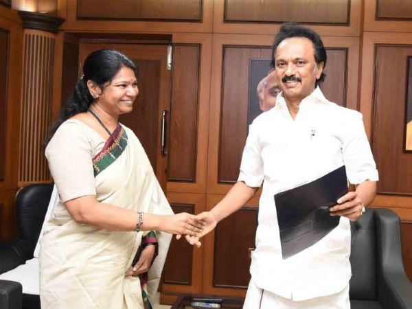 Kanimozhi expresses her wishes by kissing Stalin