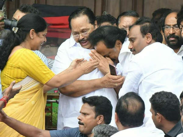 Karunanidhi: MK Stalin one Photo, History will speak it for the rest