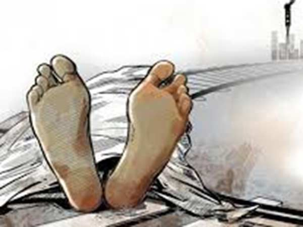 Young woman lives with her mothers dead body near Kovai