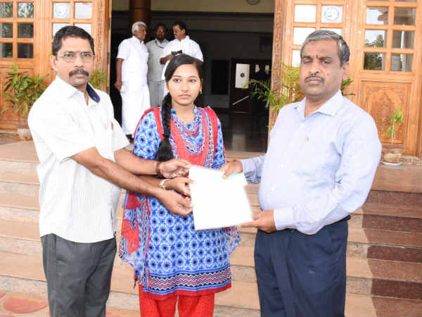 Trichy Saranathan college student Sruthi donated her LIC amount to Kerala