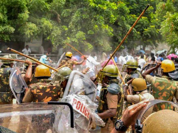 ஸ்டெர்லைட்: மக்கள் அதிகாரம் மீதான வழக்குகள் ரத்து.. மதுரை ஹைகோர்ட் பென்ச் அதிரடி