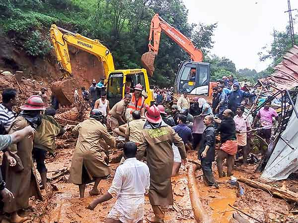 Vehicles stopped in Quilon as fresh land slides reported