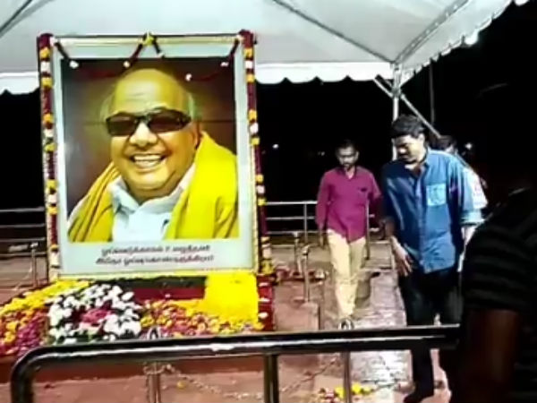 Vijay pay his tribute to Karunanidhi at Marina beach