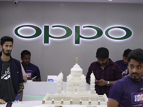 The First Sale Of OPPO F9 Pro In Bangalore!