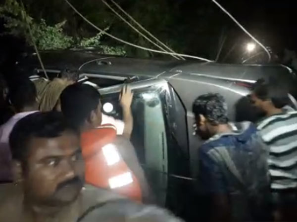 Dharmapuri: Two children killed while a car fell down in the well
