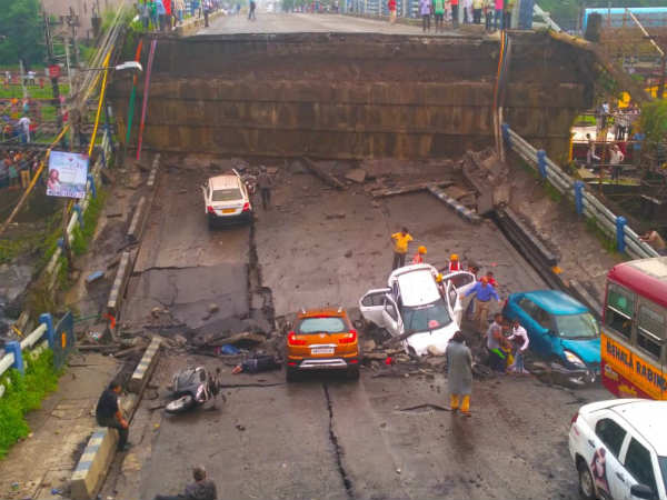 Old Flyover in Kolkatta collapsed as it fears many people dead