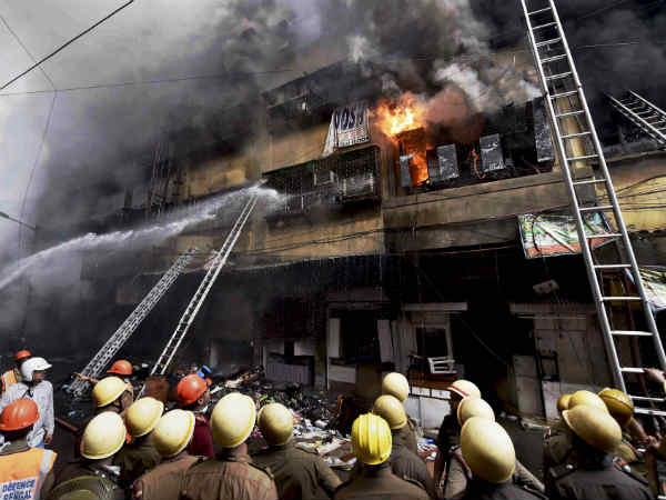 Kolkata: Fire breaks out at Bagri Market in Canning Street