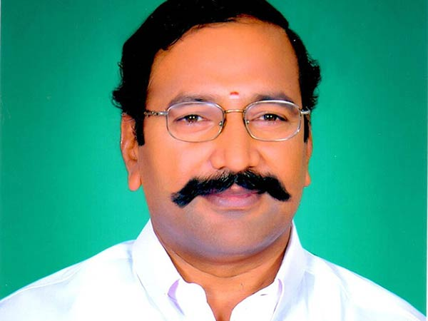 ADMK Minister Thangamani car gets an accident: He is safe and alright
