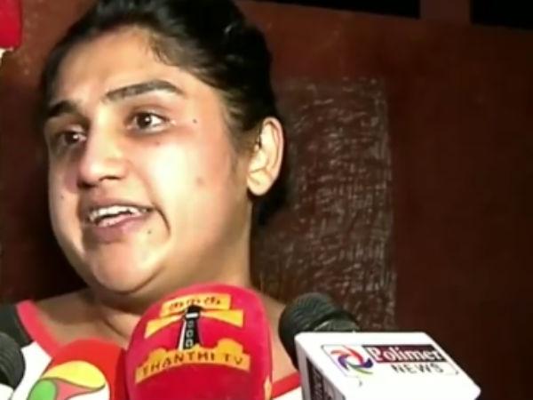 போலீஸ் என்னை அடித்து வெளியேற்றியது.. நடிகை வனிதா சென்னை கமிஷனர் அலுவலகத்தில் புகார்!
