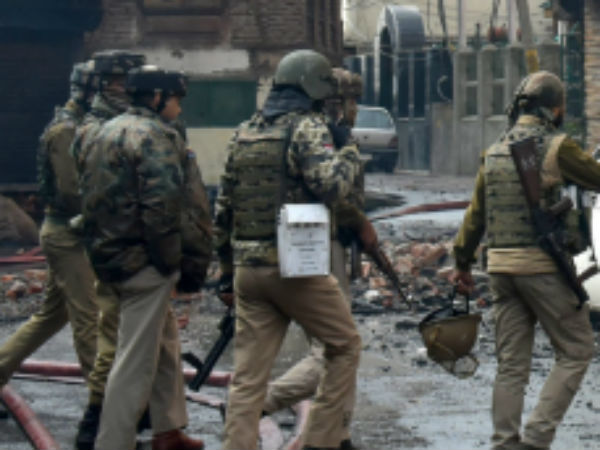 Kashmir: Fight breaks between militants and security forces, 3 terrorists, 5 civilians died