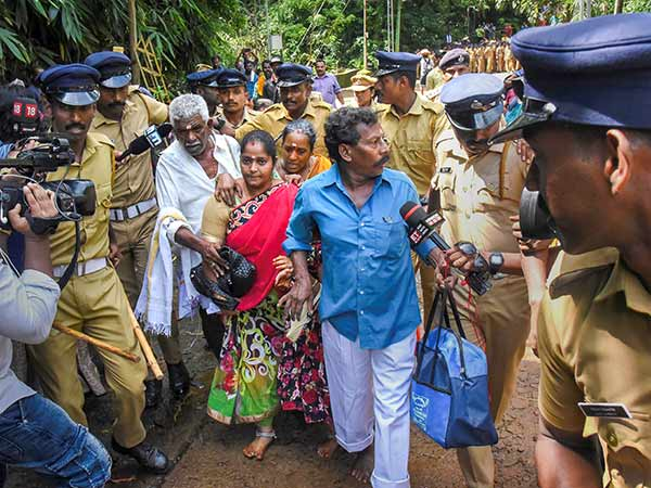 மலையேறிவிட்டு போராட்டக்காரர்களை பார்த்து பயந்து குடும்பத்துடன் திரும்பிய ஆந்திரா பெண் #sabarimala