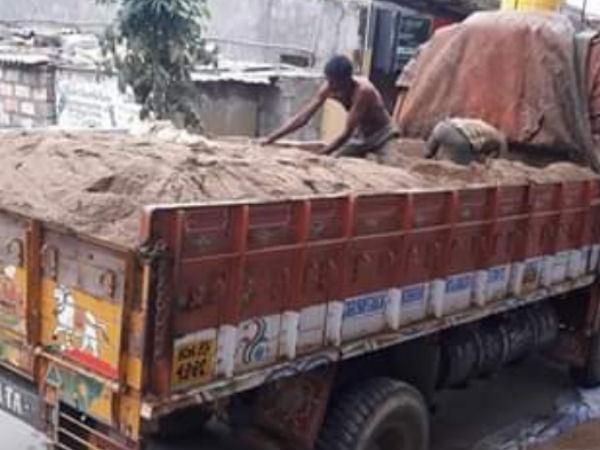 Exclusive: கொடுமை.. திருச்சியிலிருந்து கடத்தி வரப்படும் ஆற்று மணல்.. பெங்களூரில் ஒரு லோடு ரூ.37,000