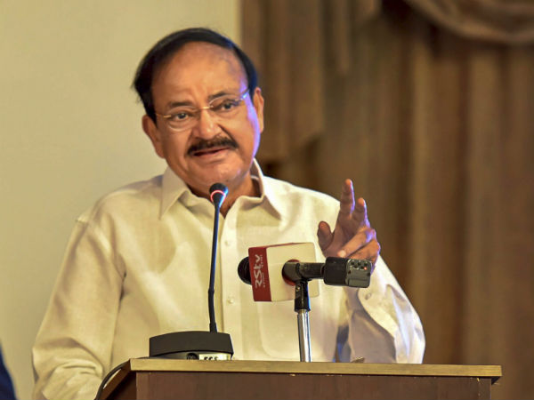 20 people have been arrested in Puducherry for try to show blac flag to Venkaiah Naidu