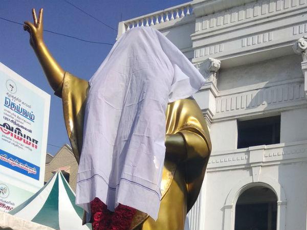 வேஷ்டியால் மூடி வைக்கப்பட்டிருந்த ஜெயலலிதா சிலை.. வெடித்த புது சர்ச்சை