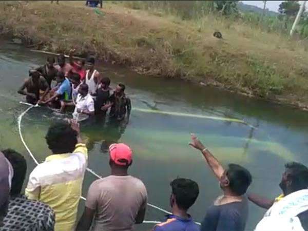 More than 15 dead and bus overturned near Mandya