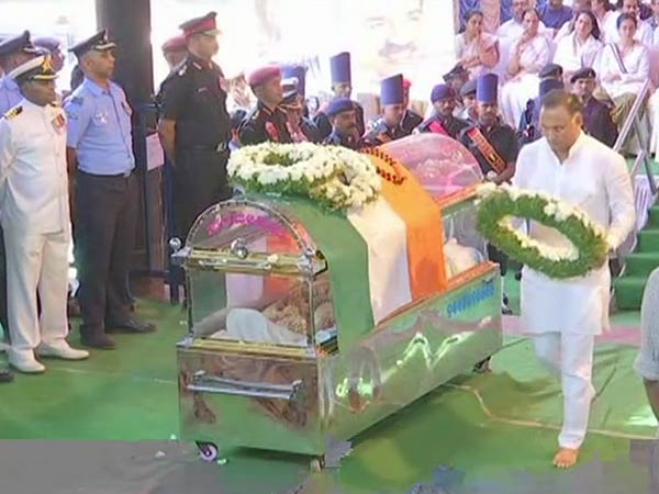 Union minister Ananth Kumar cremated with full state honours