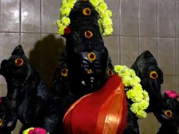 திருவுடையம்மன் கண் திறந்தார்.. சென்னை திருவொற்றியூரில் பரபரப்பு
