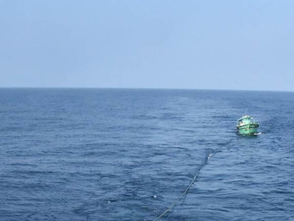 indian fishermen were arrested by srilankan navy for fishing illegally in the territorial waters