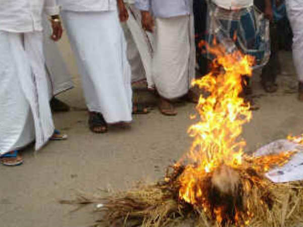 Prime minister Modis effigy burned in Trichy